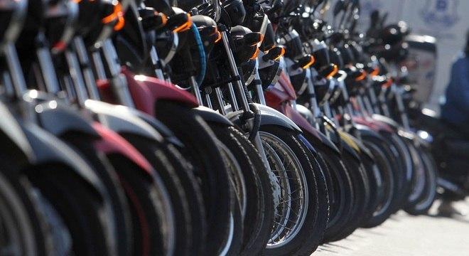 Nova lei exige curso de capacitação, colete com faixas reflexivas e trafegar com equipamentos de segurança
