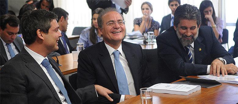 Seis anos depois, Renan Calheiros (PMDB-AL), ao centro, deve ganhar novamente eleição para a Presidência do Senado