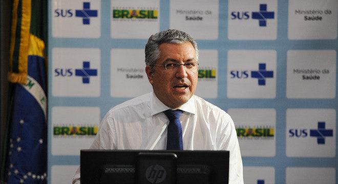 Segundo o ministro da saúde, Alexandre Padilha, alguns pacientes devem permanecer por um período prolongado em terapia intensiva