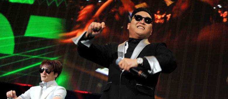 Psy vai cair na folia de Salvador