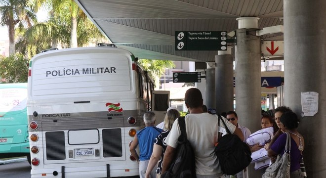 Polícia Militar escolta ônibus na região metropolitana de Florianópolis após ataques