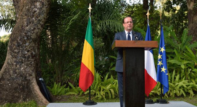 """Presidente da França destacou que País """"não terminou sua missão"""" no Mali, onde os grupos """"terroristas"""" ainda não foram vencidos"""