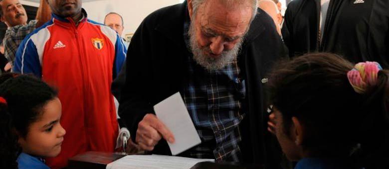 Fidel votou no colégio eleitoral número um do município de Plaza da Revolução, em Havana, apontou a mídia local
