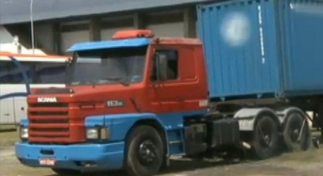 Duas carretas com motores e câmbios importados foram roubadas em dezembro
