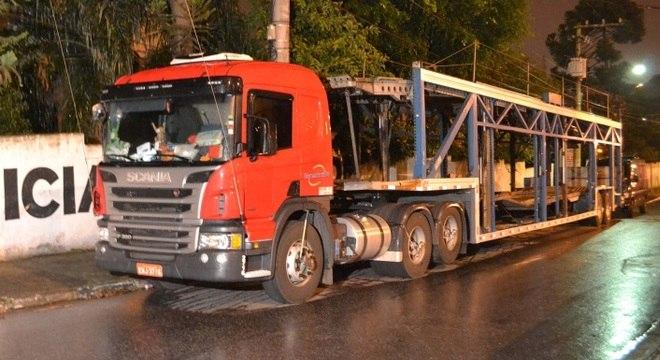 Caminhão roubado foi avaliado em R$ 380 mil. O veículo estava vazio no momento do assalto