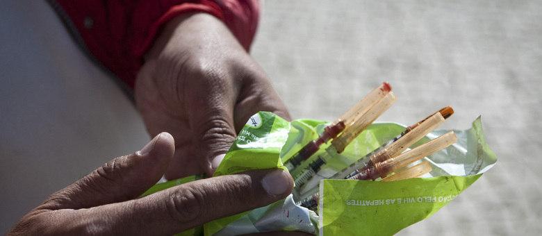 A mãe estava preparando um sanduíche para o filho, de dez anos, quando descobriu a agulha, que havia sido usada por um viciado em heroína. Imagem ilustrativa