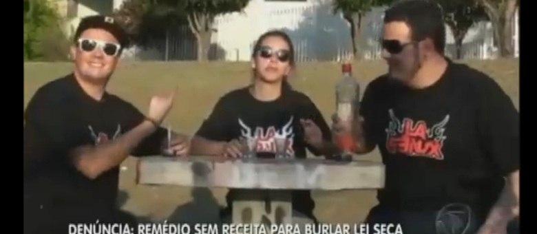 """Vídeo mostra jovens """"burlando"""" o bafômetro após consumir bebida alcoólica"""