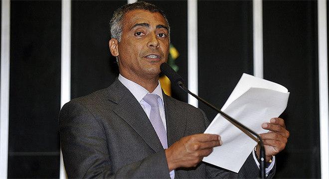 """""""Os dados oficiais sobre os gastos, obtidos na Controladoria Geral da União (CGU), não deixam dúvidas sobre a exorbitância dos gastos do estádio de Brasília"""", diz Romário"""