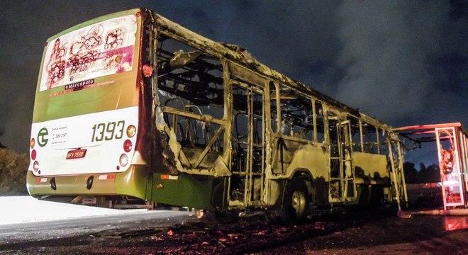 ataque ônibus incendiado florianópolis sc santa catarina