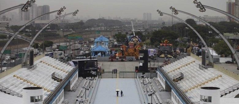 Sambódromo do Anhembi recebe os últimos preparativos para os desfiles das escolas de samba do Carnaval de São Paulo