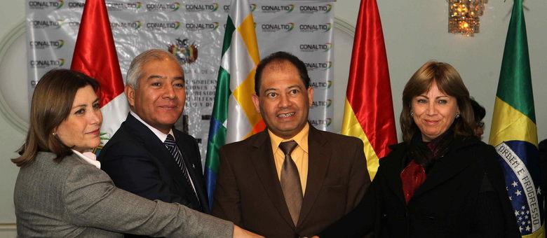 Participaram do encontro a ministra peruana da Justiça, Eda Rivas, o ministro peruano do Interior, Wilfredo Pedraza, o ministro do governo boliviano, Carlos Romero, e secretária de Justiça do Brasil, Marcia Pelegrini