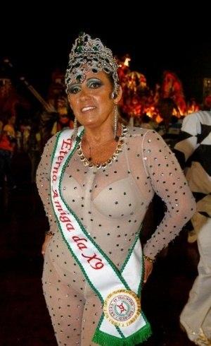Rita Cadillac exibe fantasia de Carnaval