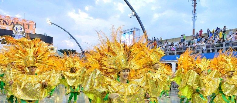 Águia de Ouro encerrou o primeiro dia de desfiles do Carnaval 2013 em São Paulo