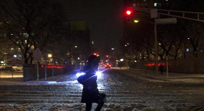 Tempestade de neve nos EUA mata uma pessoa e interrompe energia elétrica