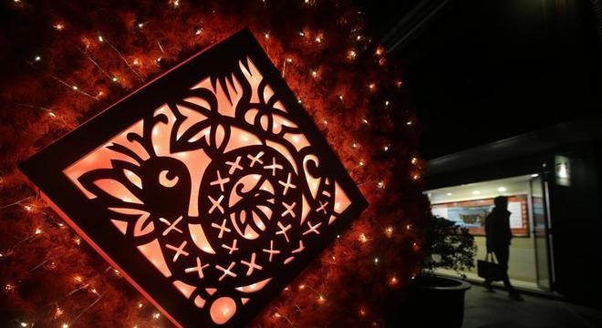 Comemorações na China vão continuar até as primeiras horas de domingo, oficialmente o primeiro dia do Ano Novo Lunar