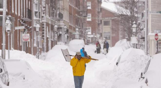 Tempestade de neve atinge Boston, Nova York, Connecticut, Rhode Island, New Hampshire e a costa do Maine