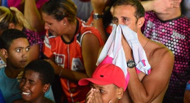 Após o resultado, o clima de tristeza tomou conta da quadra; muitos choraram