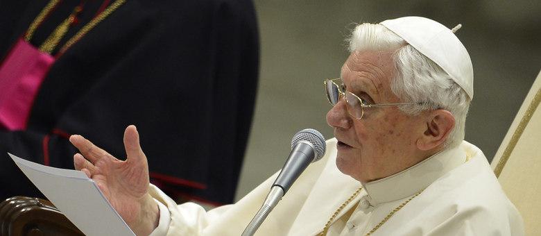 A Igreja Católica enfrenta a estagnação no número de católicos, bem como a queda no número de padres