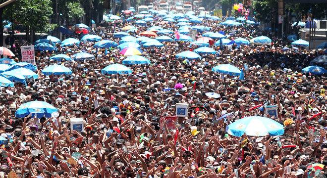Desfile do Monobloco no Carnaval de 2012, na avenida Rio Branco