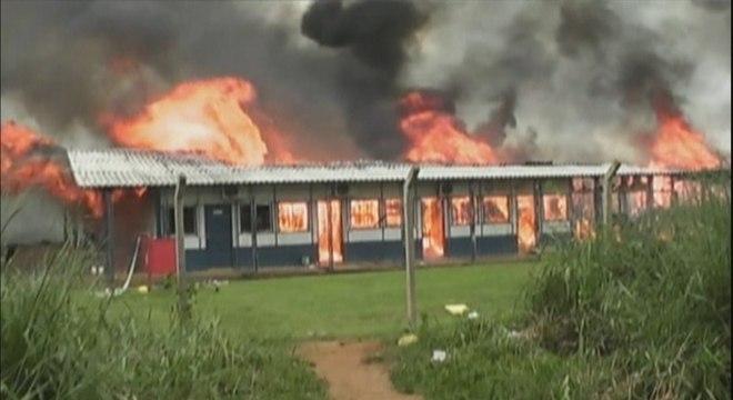 Os alojamentos dos trabalhadores foram incendiados durante a manifestação