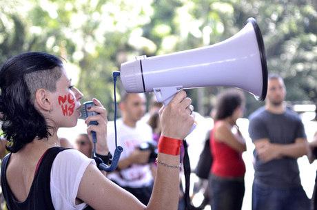 """Protesto """"Um bilhão que se ergue"""" é inspirado em ação mundial para combater a violência contra às mulheres"""