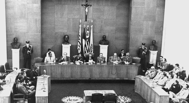 Reunião (em 1968) que uniu os países da América Latina na Operação Condor