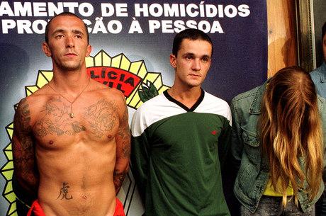 Cristian Cravinhos (e), Daniel Cravinhos (c) e Suzane foram presos pelo assassinato do casal Manfred e Marísia von Richthofen