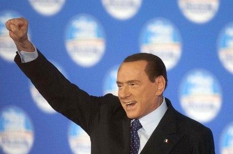 O polêmico político italiano, Silvio Berlusconi, concorre nas eleições do país e pode voltar ao poder