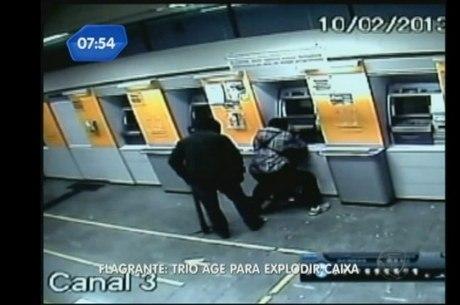 Imagens mostram ação do grupo no dia 10 de fevereiro