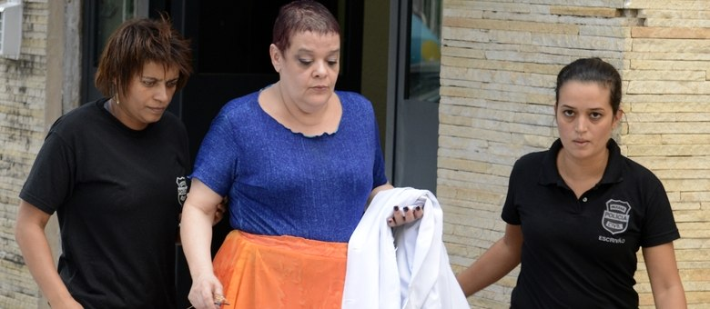 Médica suspeita de eutanásia continua detida em Curitiba