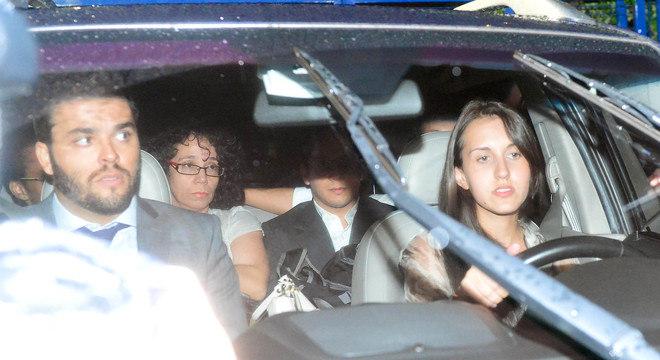 Gil Rugai deixou o fórum, na sexta-feira (22), após a condenação, acompanhado da mãe e do irmão