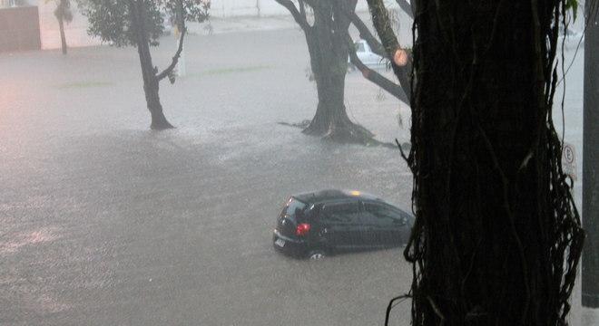 A cidade Cubatão (foto) está em situação de emergência desde o temporal da última sexta-feira (22)