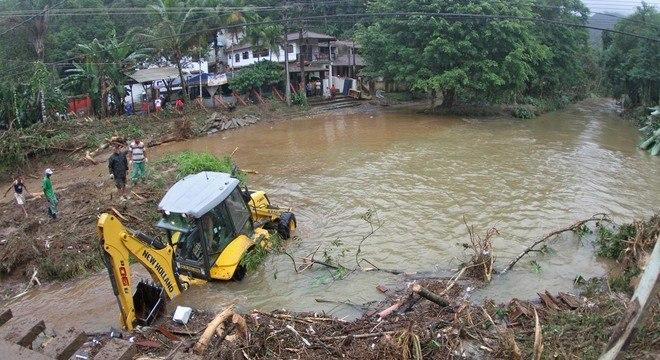 Perigo é para casas construídas irregularmente, que podem ser atingidas por enchentes ou deslizamentos de terra