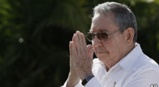Raúl Castro deve ser reeleito neste domingo (24)