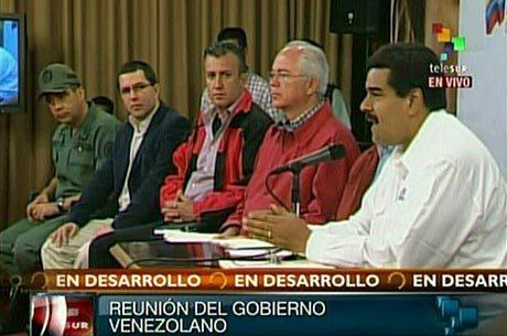 """""""A revolução será defendida"""": Maduro se dirigiu à nação ao lado dos líderes políticos e militares do país"""