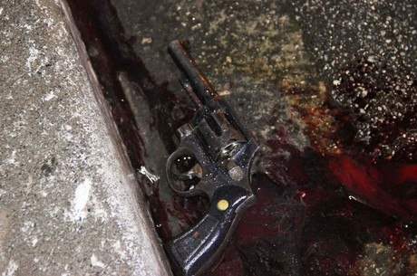 PM de folga reage a assalto e mata suspeito em estacionamento de shopping