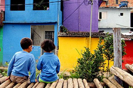 Crianças que vivem na pobreza são as mais afetadas