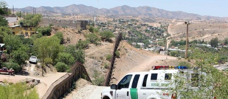 Patrulha norte-americana vigia a fronteira do país com o México