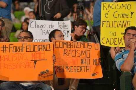 Jovens protestam em evento comemorativo aos dez anos da Seppir (Secretaria de Políticas de Promoção da Igualdade Racial) nesta quinta-feira