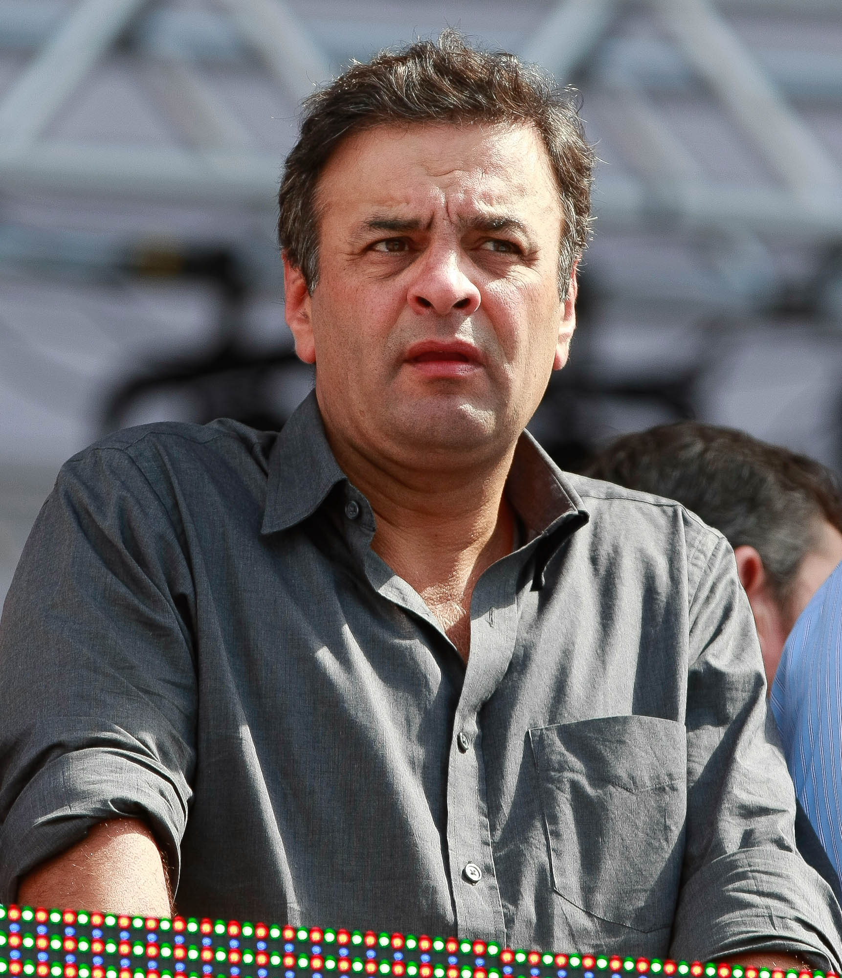 Aécio diz que PSDB deve definir candidatura no início do ano que vem e elogia Serra