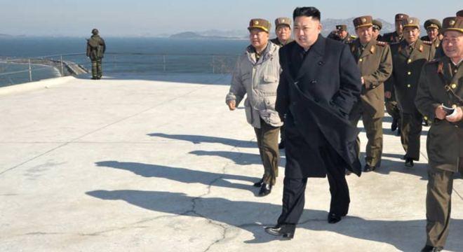 """A nova advertência norte-coreana aconteceu um dia depois que o jovem líder ordenou ao Exército Popular do país, um dos maiores do mundo com 1,1 milhão de soldados, dispor seus mísseis estratégicos para atacar """"em qualquer momento"""""""