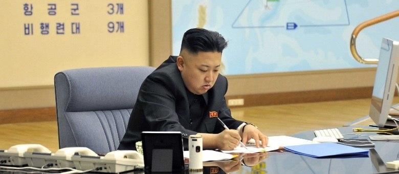 """Kim Jong-un anunciou na sexta-feira (29) que a Coreia do Norte entrou em """"estado de guerra"""" contra a Coreia do Sul"""