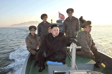 """O jovem líder Kim Jong-un ordenou ao Exército Popular do país, um dos maiores do mundo com 1,1 milhão de soldados, dispor seus mísseis estratégicos para atacar """"em qualquer momento"""" interesses de EUA e Coreia do Sul"""