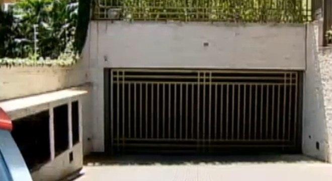 Criminosos entram pela garagem de um condomínio no Morumbi, zona sul de SP, e fazem arrastão em quatro apartamentos