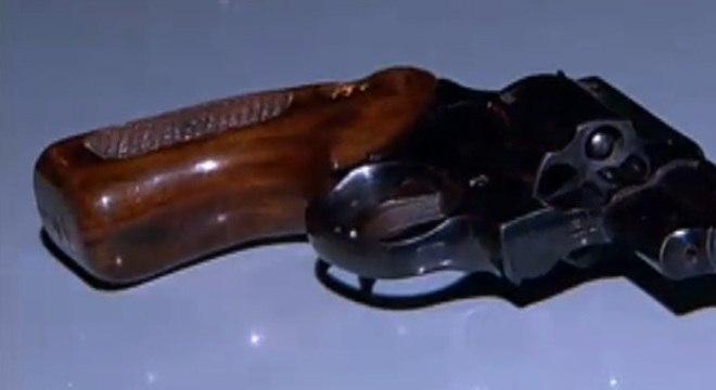 Um homem ficou descontrolado e atirou na família na noite desta terça-feira (