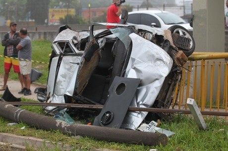 Dos quatro ocupantes do veículo, três morreram no local