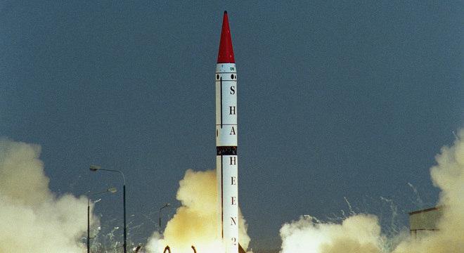 Míssil do Paquistão capaz de carregar ogiva nuclear pode chegar a 2.500 km de distância