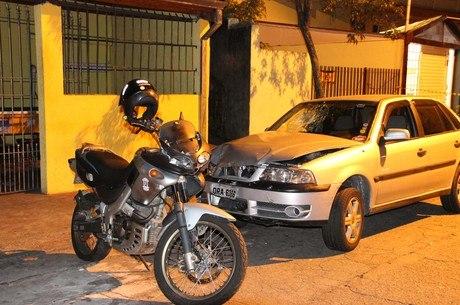Dois suspeitos são atropelados por cliente após arrastão em bar