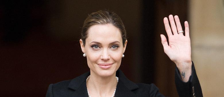Angelina Jolie fez cirurgia para retirar o seio para reduzir as chances de um possível diagnóstico de câncer de mama