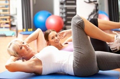 É preciso usar roupas confortáveis para praticar exercícios físicos